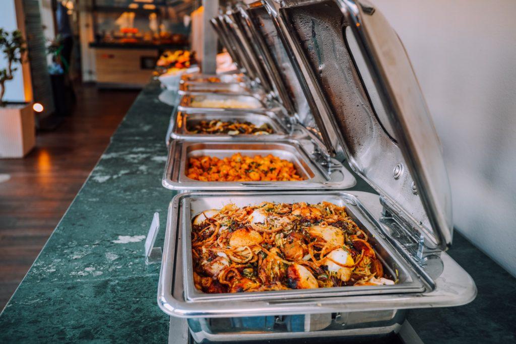 Catering dla firm Piotrków– kiedy warto skorzystać z takiej usługi