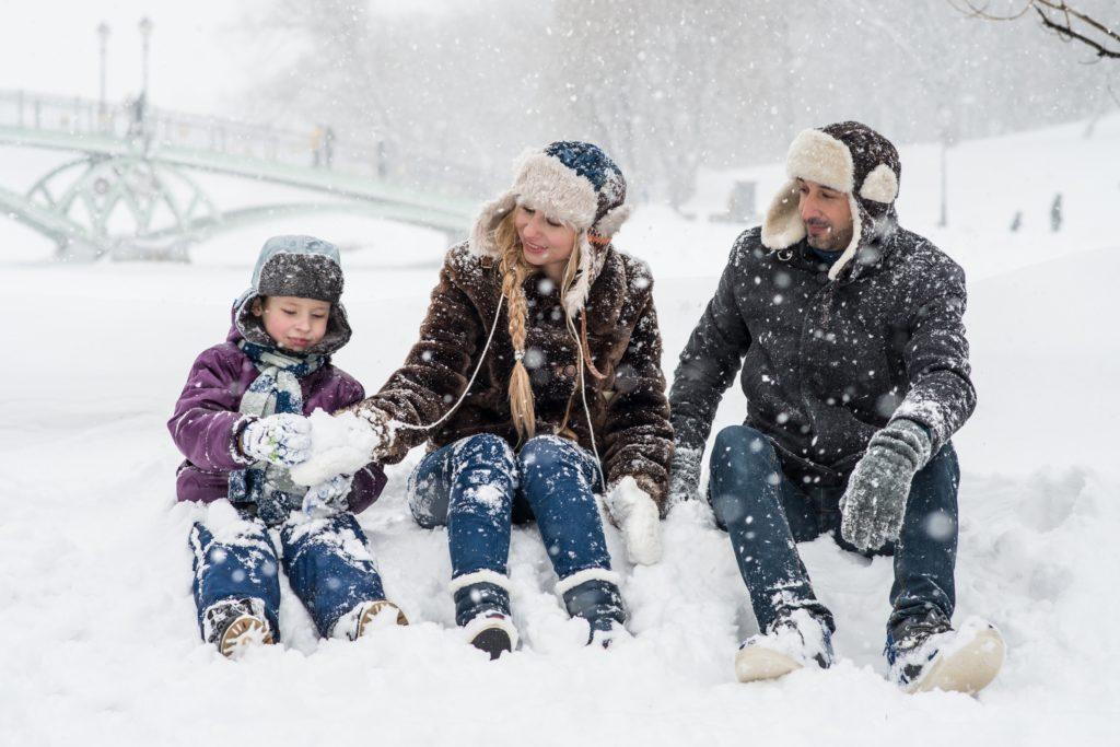 Tanie kurtki zimowe dla dzieci – dlaczego warto kupić je na wyprzedaży