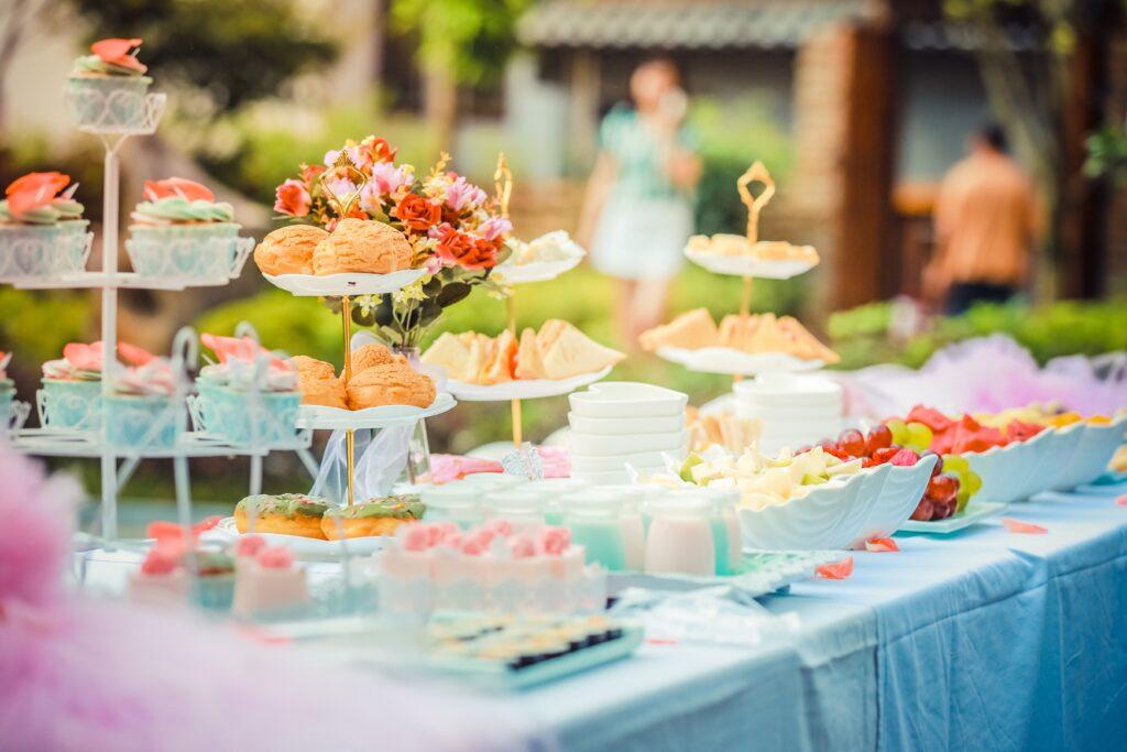Przyjęcia okolicznościowe Piotrków Trybunalski – jak zorganizować eleganckie przyjęcie w restauracji