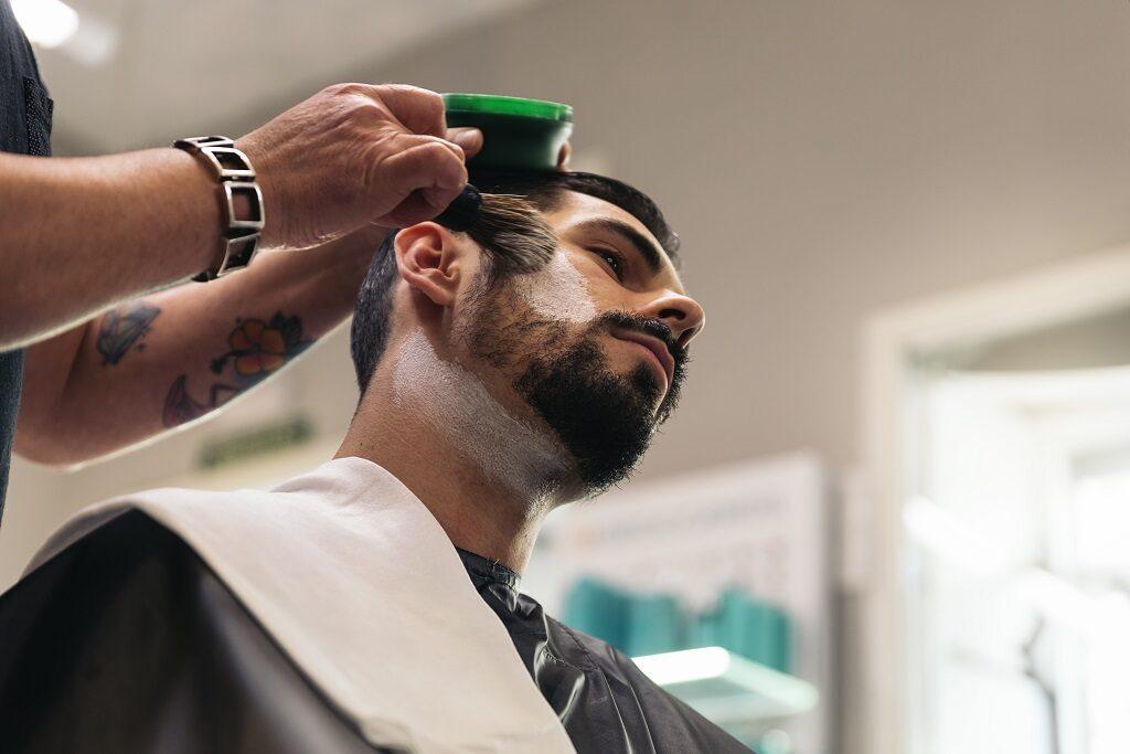 Jakich kosmetyków używa barber?