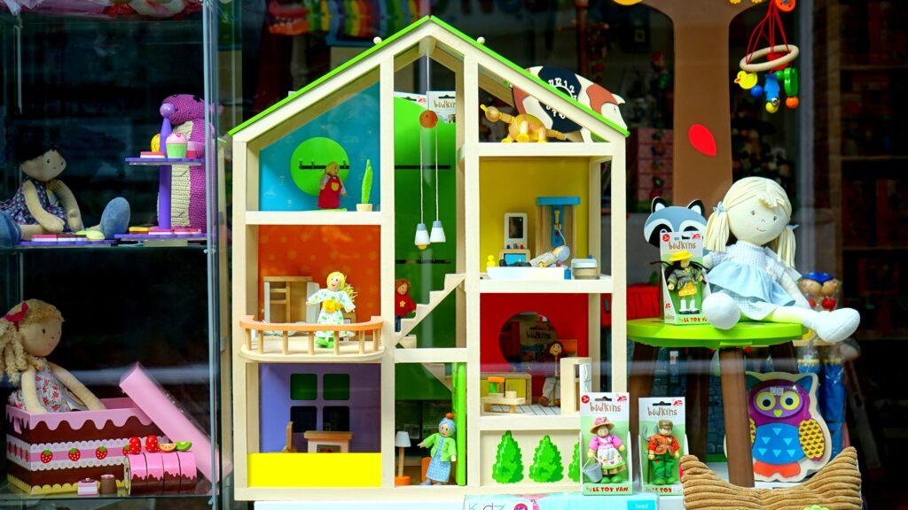 Zabawkowe mebelki – mebelki dla lalek